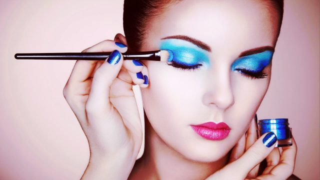 make up artist Makeupschool provides a professional online makeup artist course earn your makeup artist certification from your home and receive your makeup certificate.