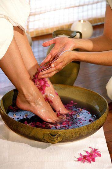 pedicure. manicure, feet, types of pedicure, stone pedicure, chocolate pedicure, regular pedicure, french pedicure, mymakeupideass.com